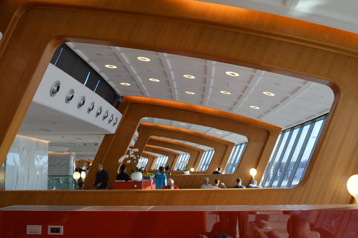 Review Qantas First Class Lounge Sydney High Tech